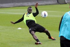 Practicing dangerous tackles #Tiote #NUFC