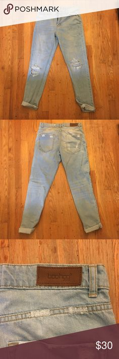 Light wash ripped mom jeans Boohoo mom jeans. Never worn. Big rips in knees Boohoo Jeans