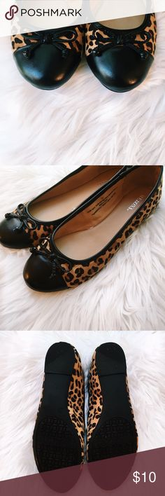 """Merona Leopard Flats These chic leopard print Merona flats are so stylish! I've only worn them once, but there are no signs of wear, stains, ect. You can wear these with jeans or a dress, they're so versatile!  Sole: 10""""  🚭 From a smoke-free home ⚡️ Same day/Next day shipping ❌ No trades or off PoshMark sales 🛍 Bundles welcome and encouraged 👌🏻 Reasonable offers welcome  I'm currently saving up for a trip to Disney World with my family so please make me an offer! 🐭 Merona Shoes Flats…"""