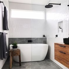 Small bathroom renovations: How to create the illusion of space Family Bathroom, Laundry In Bathroom, Bathroom Inspo, Bathroom Layout, Modern Bathroom Design, Bathroom Interior Design, Bathroom Inspiration, Small Bathroom, Shower Bathroom