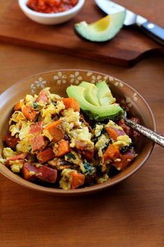 Heartyand nutritiousscrambled eggs with sweet potato, bacon, and spinach. An easy breakfast recipe that keeps you full and satisfied. Howdy, how was your weekend? I went for a long and gorgeous h…