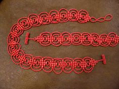 Coral Reef Bracelet and Necklace set  - Beaded Bracelet - Free Pattern from Beads Magic    I am not a fan of the one color schema here ... Plus I think 6/0 rounds with seed beads would work too ... another pattern variation to try soon :-)