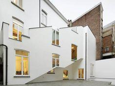 De Vylder Vinck Taillieu - Twiggy (Gent - 2012) this is weird...