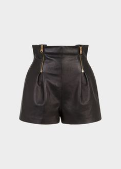 Versace High Waisted Leather Shorts for Women Leather Fashion, Boho Fashion, Fashion Outfits, Womens Fashion, Tokyo Street Fashion, Leather Dresses, Leather Pants, Black Leather Shorts, Grunge Style