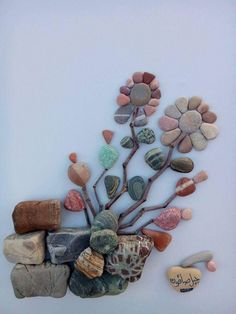 Engel Sizsiniz via Ann Bell Stone Crafts, Rock Crafts, Arts And Crafts, Pebble Mosaic, Pebble Art, Pebble Stone, Stone Art, Caillou Roche, Pierre Decorative