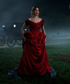 Dickinson Gives Us Teen Emily Dickinson — Her Real Life Story Gets Very Heavy After That+ Princess Aesthetic, Hailee Steinfeld, Fantasy Dress, Photo Instagram, Pretty Dresses, Dress To Impress, Dame, Ball Gowns, Beautiful People