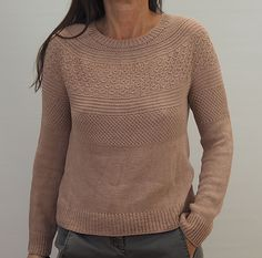 The Lotta sweater is worked seamlessly from top down. It starts with some german short rows to shape the neckline. The increases for the circular yoke are worked smoothly in the round. The Increasing is followed by a slip pattern. Ribbings are worked in k1,p1 ribbing.