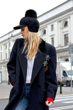 Fashion blogger Splendor by Claudia with black cashmere Amber hat by GENA