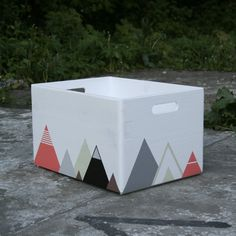 Items similar to Painted Wooden Crate, Storage Box, Toy Storage, Geometric Triangle Painted on Etsy Milk Crate Storage, Diy Storage Boxes, Toy Storage, Crate Bar, Crate Bench, Diy Projects Coffee Table, Small Boys Bedrooms, Playroom Organisation, Apple Crate Shelves