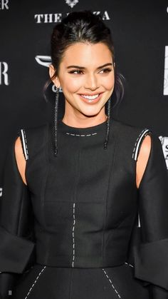 It's apparent that in fact Kendall Jenner has quickly validated herself to become supermodel-in-the-making. Kendall Jenner Gigi Hadid, Kylie Jenner Hair, Kendall Jenner Outfits, Kendall And Kylie Jenner, Kardashian Jenner, Kardashian Kollection, Kim K Style, Jenner Sisters, Woman Crush