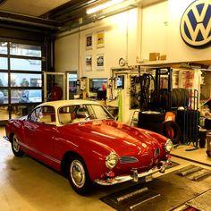 "8 To se mi líbí, 0 komentářů – Markus Leiser (@leisi80) na Instagramu: ""#lovemywork#vwcarmannghia#oldschool#fatcar"" Antique Cars, Bmw, Antiques, Vehicles, Instagram, Vintage Cars, Antiquities, Antique, Car"