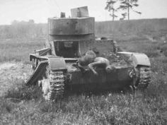 Photo of wrecked Soviet tanks, the photo immediately after the fight. 1941. Photos are clickable, with comments. The t-26, mainly the Baltic States