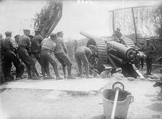 Gunners of the 7th Siege Battery, Royal Garrison Artillery preparing a 6 inch field gun (Mark VII) for action at Reninghelst, 15th June 1916.