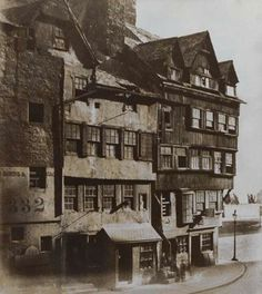 The Bowhead, Lawnmarket, Edinburgh. The Bowhead, taken from a less popular viewpoint than the many other existing images from this time. This is a great example of the customary Edinburgh timber. Old Town Edinburgh, Edinburgh Scotland, Glasgow, Old Pictures, Old Photos, Vintage Photographs, Vintage Photos, Victorian London, Victorian Street