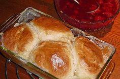 Großmama's Dampfnudeln von wargele | Chefkoch Bread Rolls, Bread Baking, Muffins, Food And Drink, Lunch, Meals, Dinner, Desserts, Recipes