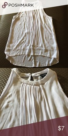White top Lose white top from rue 21 NWOT Rue 21 Tops