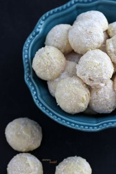 Little Snowball Cookies flavored with the tart and tangy Lemony flavor. Creative Desserts, Just Desserts, Delicious Desserts, Yummy Food, Cookie Flavors, Cookie Recipes, Lemon Snowball Cookies Recipe, Lemon Recipes, Yummy Recipes