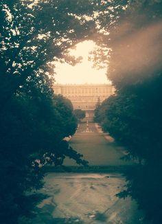 @CallejeandoMad pasear por mi Madrid del alma y ver estas maravillas... Lo mejor del mundo... pic.twitter.com/RBYKJ4Ie8m