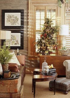 Traditional Christmas Decorating Ideas. #TraditionalChristmasDecoratingIdeas. Rustic Christmas Ideas  #TraditionalChristmasDecor #TraditionalChristmas   Midwest Living via Nicety.