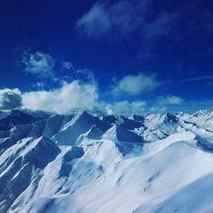 """Das Skigebiet Serfaus-Fiss-Ladis wurde erneut unter den """"Top-3-Skigebieten Europas"""" gewählt - und das Hotel Garni Dr. Köhle ist mittendrin! #hotelgarniköhle #hotelserfaus #skigebiet #serfaus-fiss-ladis #skifahren #winterurlaub #zeit #mit #den #liebsten #serfaus #skiurlaub ❄️⛷💕 Montana, Das Hotel, Mount Everest, Outdoor, Nature, Travel, Cards, Ski Trips, Winter Vacations"""