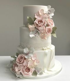 wedding cakes elegant Jaime la couleur t… Floral Wedding Cakes, Wedding Cake Rustic, Wedding Cakes With Cupcakes, White Wedding Cakes, Wedding Cakes With Flowers, Elegant Wedding Cakes, Beautiful Wedding Cakes, Wedding Cake Designs, Beautiful Cakes