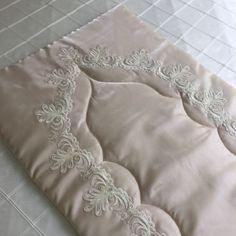 Saray Seccade | Cappuccino Muslim Prayer Mat, Prayer Rug, New Project Ideas, Crochet Collar, Viking Tattoo Design, Sunflower Tattoo Design, Homemade Beauty Products, Bargello, Sewing Accessories