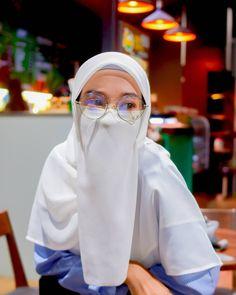 Niqab Fashion, Modest Fashion Hijab, Hijab Chic, Muslim Fashion, Arab Girls Hijab, Muslim Girls, Hijabi Girl, Girl Hijab, Beautiful Hijab Girl