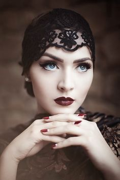 Vintage Makeup Idda van Munster: Dark Flapper Look by Nina and Muna Retro Wedding Makeup, Vintage Makeup, Gatsby Makeup, Flapper Makeup, Retro Makeup, Roaring 20s Makeup, 1920s Inspired Makeup, 1920s Makeup Look, Makeup Style
