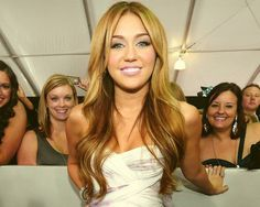 miley cyrus...look how beautiful your hair used to be