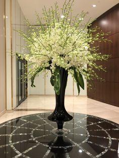 24 Ideas For Flowers Wedding Arrangements Inspiration Hotel Flower Arrangements, Beautiful Flower Arrangements, Wedding Arrangements, Flower Centerpieces, Flower Vases, Beautiful Flowers, Altar Flowers, Tall Flowers, Church Flowers