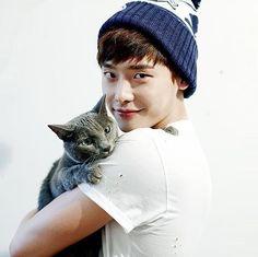 Lee Jong Suk  이종석 with cat