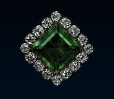 An emerald and diamond jewel from The Princely House of Thurn and Taxis, a German noble family. c. 1800. It is highly likely that the jewel had many fittings, so it could be worn as the clasp of a bracelet or necklace, a brooch, or a hair pin.