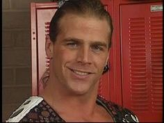 aww he looks so innocent Wwe Shawn Michaels, The Heartbreak Kid, Cheap Short Prom Dresses, Best Wrestlers, Perfect Smile, Big Show, Professional Wrestling, Wwe Superstars, Good Looking Men