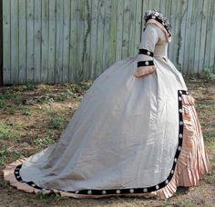 All The Pretty Dresses: Stunning Dress Civil War Fashion, 1800s Fashion, 19th Century Fashion, Victorian Fashion, Vintage Fashion, Victorian Dresses, Victorian Era, Vintage Gowns, Vintage Outfits