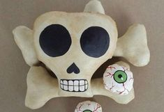 Skull and Bones | Breathtakingly Easy-to-Make DIY Halloween Decorations