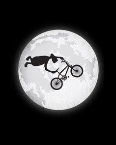 Até o ET manda manobra de BMX.