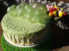 Tort na uroczystość Urodzinową nie tylko dla dzieci. Tort z dekoracją żelatynową a'la ''banki mydlane''. Tort z polewą typu drip-cake. Tort wyszedł pyszny.