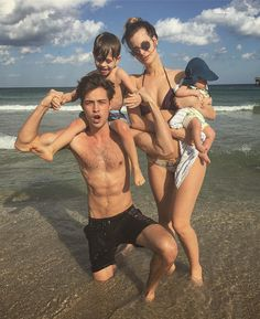 "186.9 mil Me gusta, 860 comentarios - Francisco Lachowski (@chico_lachowski) en Instagram: ""VACATION🎉🌊🌞 yes pleeeeease!! #familyvacation #florida  Férias🌊🎉🌞🌞 sim por favor!!"""