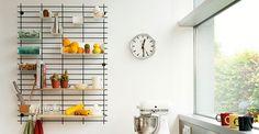 Loopholes è una parete attrezzata e modulare per organizzare la cucina. Per gli amanti della dispensa a vista (e sempre in ordine).