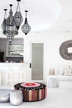 19 Modern Moroccan Decor Ideas buy moroccan home decor Casa Retro, Futons, Moroccan Interiors, Moroccan Bedroom, Moroccan Design, Moroccan Style, Modern Moroccan Decor, Modern Bohemian, Traditional Interior