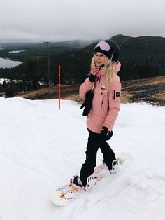 Snowboarding in Finland - Daily Fashion Colorado Snowboarding, Snowboarding Videos, Snowboarding Style, Snow Outfits For Women, Trendy Outfits, Ski Outfits, Womens Snowboard Jacket, Snowboard Girl, Snow Fashion