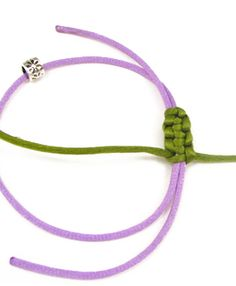 My easy jewel: The sliding knot - handmade Bracelet Fil, Piercing, Sliding Knot, Micro Macrame, Macrame Knots, Loom Bands, Practical Gifts, Unusual Gifts, Handmade Necklaces