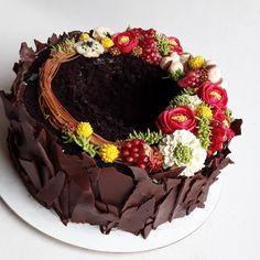 """18 To se mi líbí, 0 komentářů – Sladká Chaloupka (@sladka_chaloupka) na Instagramu: """"Co říkáte mohl by tento květinový věnec zdobit vánoční tabuli? #kremovekvety #dortknarozeninam…"""" Acai Bowl, Breakfast, Cake, Instagram, Food, Acai Berry Bowl, Breakfast Cafe, Pie Cake, Pie"""