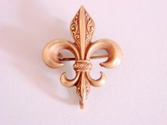 Hey, I found this really awesome Etsy listing at https://www.etsy.com/listing/506130509/antique-edwardian-engraved-gold-fleur-de