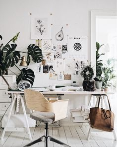 The Charming Creative Home of a Polish Artist (my scandinavian home) – – Creative Home Office Design Workspace Design, Home Office Design, Home Office Decor, House Design, Office Ideas, Artist Workspace, Library Design, Office Workspace, Studio Design