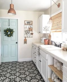 Today I want to share my favorite Farmhouse Instagrammers that inspire me! These women are doing Farmhouse WELL and are definitely influencers you will want to follow.