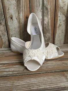 Bridal Lace Satin Flats Open Toe Beaded Lace Flats Peep Toe Wedding Shoe  Pearls Crystals Peep 9fcfcee710f2