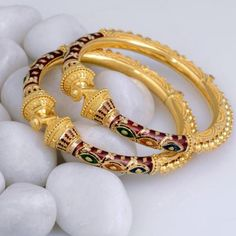 22 Carat Gold Bangles with Meenakari Real Gold Jewelry, Hand Jewelry, Gold Bangles Design, Gold Jewellery Design, Handmade Jewellery, Bridal Bangles, Bridal Jewelry, Necklace Designs, Goth
