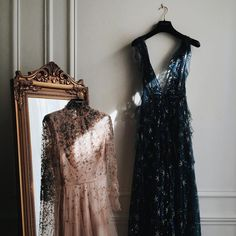 5 Dress Styles That Will Make You Look Thinner. While particular ladies wear products you see on the runway might look terrific on models, they might not look great on every woman. Glamour, Costume, A Boutique, High Fashion, 90s Fashion, Catwalk Fashion, Latest Fashion, Fashion Trends, Fashion Dresses
