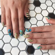Bee Nail Art #nails #nailart #naildesign